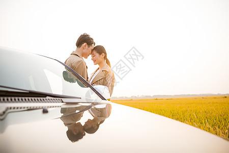 夕阳西下的小清新女孩_黄昏下的情侣插画图片下载-正版图片400114184-摄图网