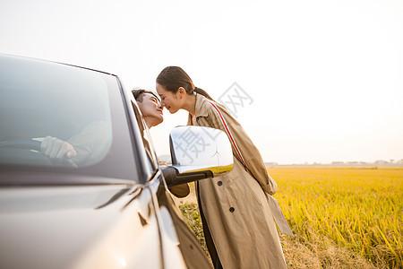 汽车生活浪漫情侣接吻图片