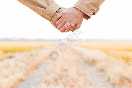 情侣牵手特写图片