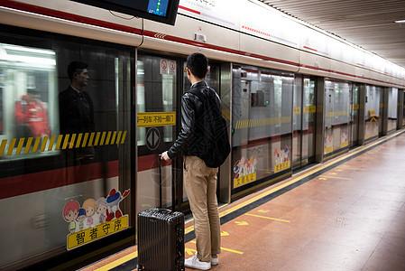 车站等车图片