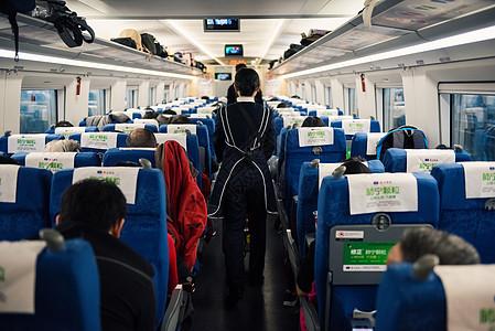 高铁车厢乘客图片