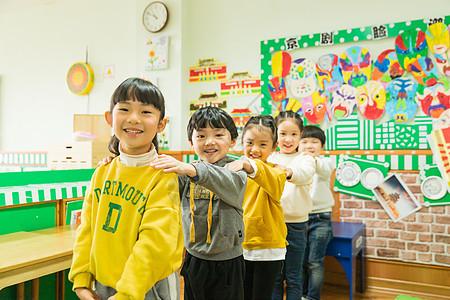 儿童节幼儿园儿童排队图片