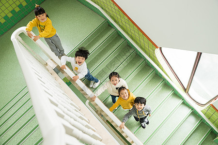 幼儿园儿童上楼梯图片