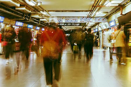 火车站匆忙人群图片