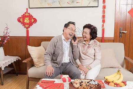 春节父母等孩子回家团聚图片
