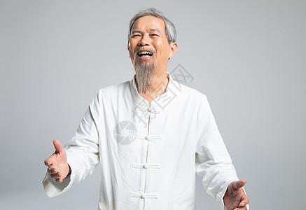 老人开心大笑图片
