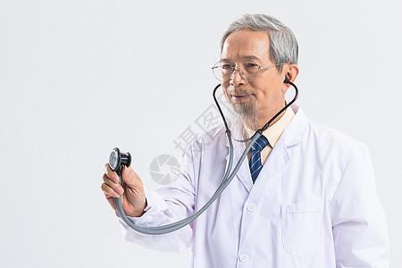老中医使用听诊器图片