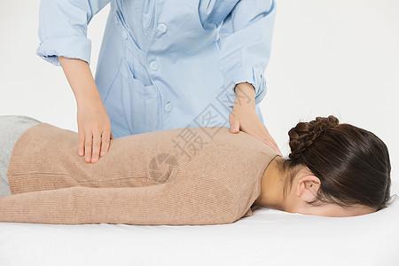 养生美女背部按摩图片