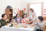 新年家庭吃团圆饭图片