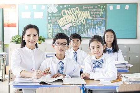 青少年教育老师辅导作业图片