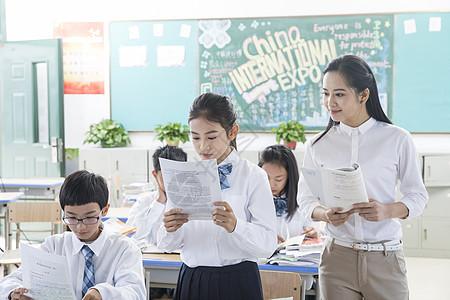 青少年教育上课发言图片