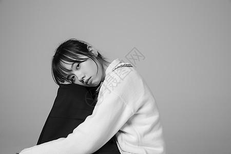 青春期少女孤独图片
