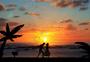 海边牵手情侣图片