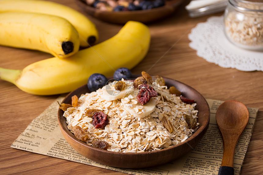 营养早餐水果燕麦图片