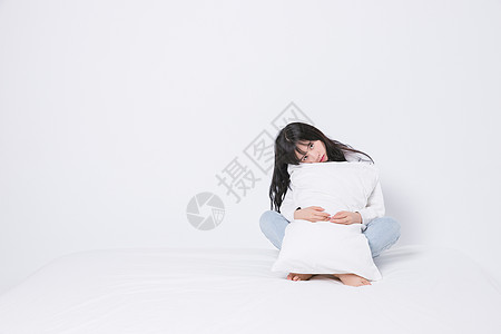 室内青春期孤独少女图片