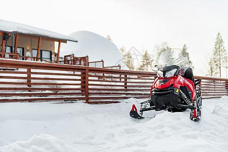 北欧芬兰洛瓦涅米圣诞老人村雪地摩托图片