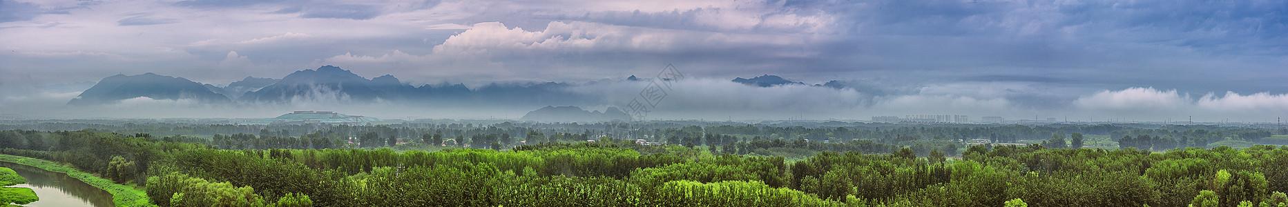 暴风雨下的北京郊区温榆河风光全景接片图片