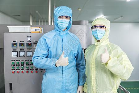化工厂工人无菌服点赞形象图片
