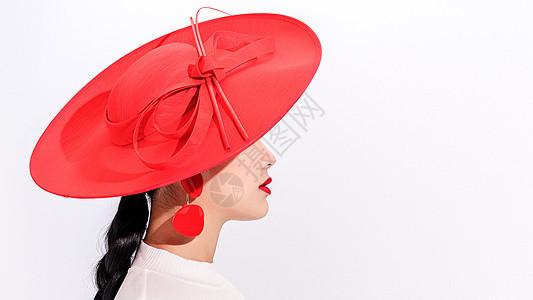 美女红色极简妆容图片