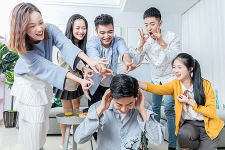 青年聚会游戏惩罚图片