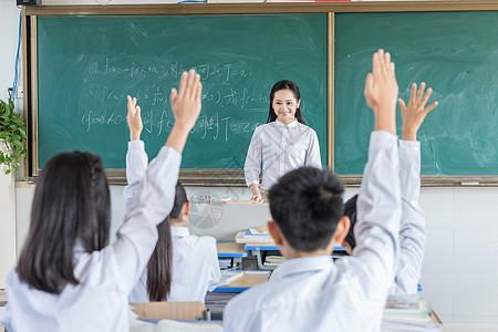 上课学生积极举手图片