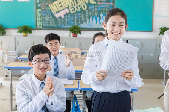 同学朗读掌声图片