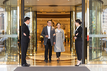 酒店管理服务人员迎送顾客图片