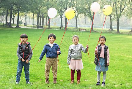 玩气球的小朋友图片