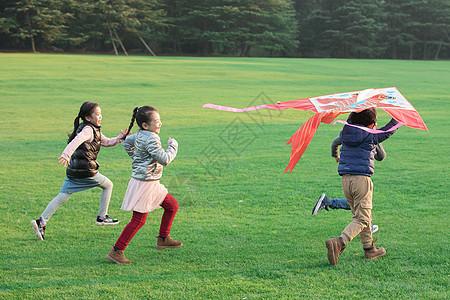 放风筝的孩子们图片