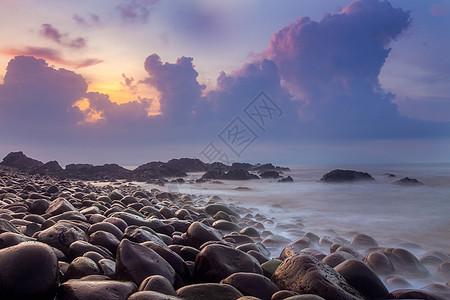 广东汕尾海边鹅卵石图片