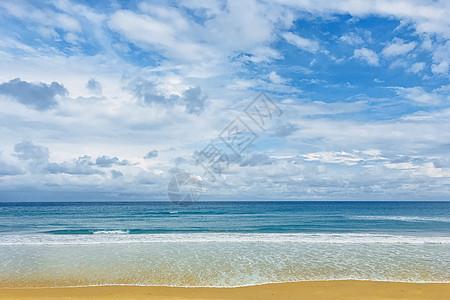 蓝天沙滩海岸图片