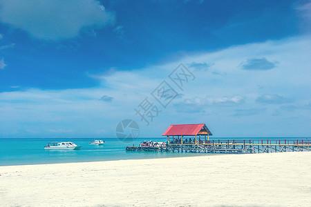 热带海滩栈桥图片