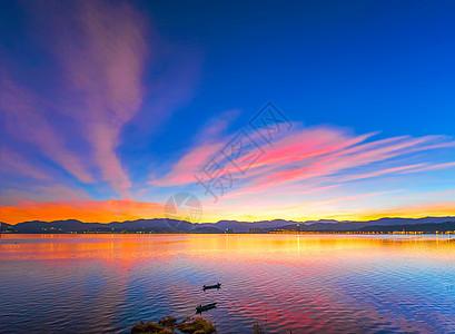 色彩斑斓的洱海晨曦图片