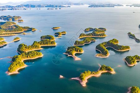 杭州千岛湖清澈水面图片