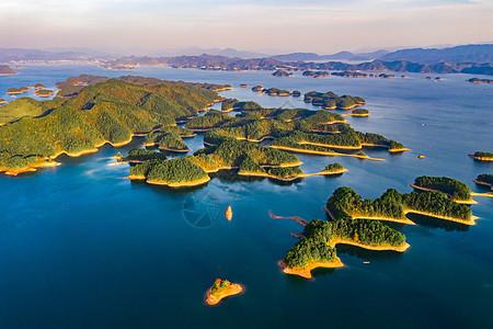 杭州千岛湖的很多小岛图片