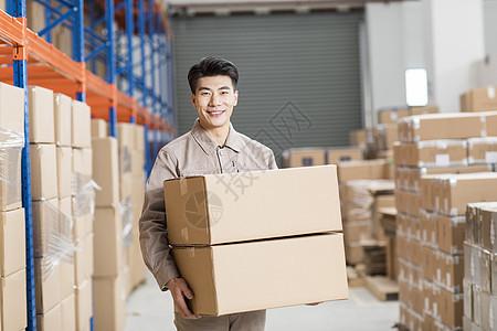 仓库工厂员工搬运货物图片