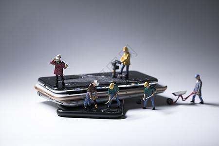微距手机维修小人图片