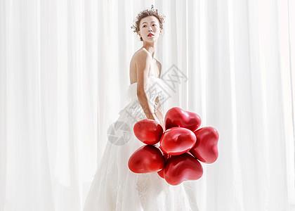 婚纱唯美美女拿着气球图片