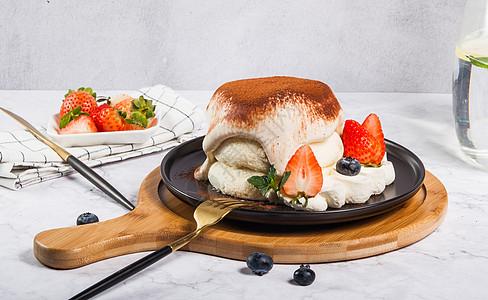 草莓舒芙蕾甜品图片