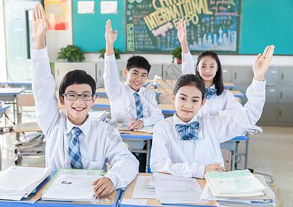学生积极举手图片