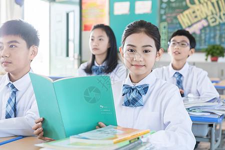 学生专注上课图片