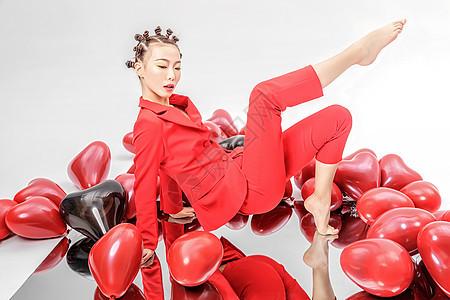 时尚红西装美女图片