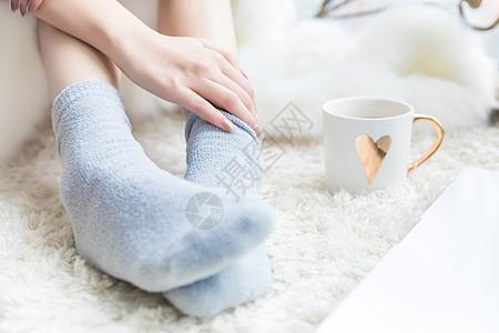 女性居家脚部保暖图片