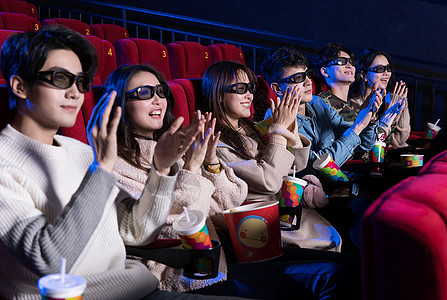 电影院看电影的青年们图片