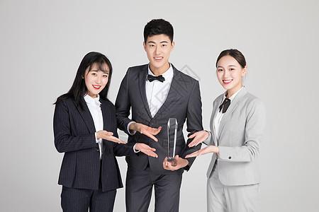 商务团队自信领奖图片