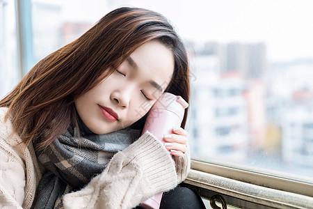 冬季女性取暖图片