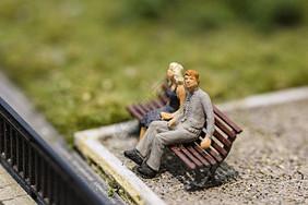 情侣小人模型图片