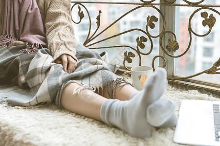 女性居家保暖图片