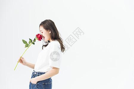 年轻女性和玫瑰花图片