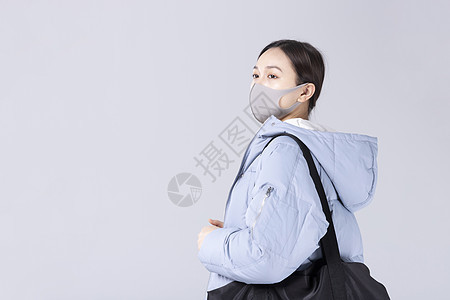 戴着口罩的女孩图片